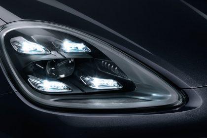 Cụm đèn pha LED với chùm tia ma trận cùng Hệ Thống Đèn Năng Động Cao Cấp của Porsche (PDLS Plus)